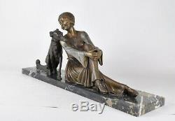 A Godard, Femme au Barzoi, sculpture signée, Art Deco, XXème siècle