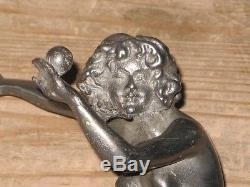 Ancienne sculpture statue Femme qui jongle Art Déco en métal Cirque
