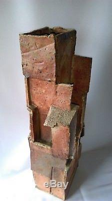 IMPORTANTE SCULPTURE ARCHITECTURE EN GRÈS DE LA BORNE de JACQUES LAROUSSINIE
