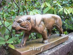 Importante sculpture lionne marchant en terre cuite signée Bargas Art Déco 1930
