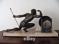 Jean de Roncourt Sculpture régule Pendule chasseur Jäger Art Déco 1930 no bronze