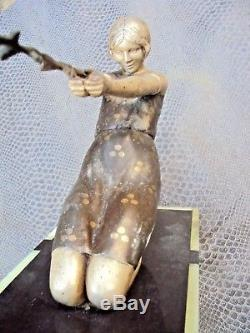 Jolie sculpture art-déco en régule terrasse en marbre signée Janle