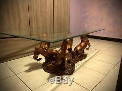 Magnifique table Basse chevaux avec son socle en verre épais