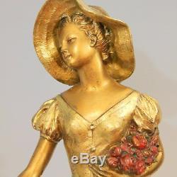 R. SCALI (Art déco années 30) Élégante au chapeau et au faon