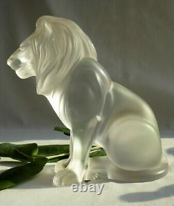 Sculpture Animaliere Lalique En Cristal Depoli, Lion Bamara Assis, Art Deco