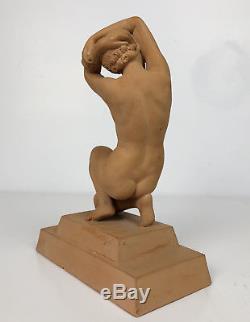 Sculpture D'époque Art Déco De Femme Nue En Terre Cuite Signée S. Daniel