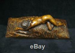Sculpture En Bois Art Déco. Femme Nue Allongée