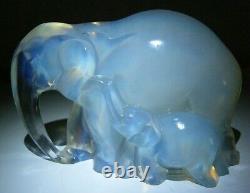 Sculpture Statuette Art Deco Elephante Et Elephanteau Verre Opalescent Verlys