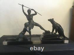 # Sculpture art déco couple chasseur ours blanc statue signée Uriano
