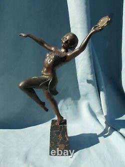 Sculpture art deco femme danseuse au tambourin statue en regule couleur bronze