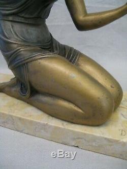 Sculpture en métal signé Demeter Chiparus femme au miroir époque art déco