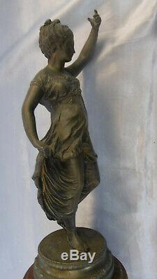 Sculpture femme en regule sur marbre