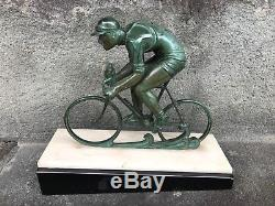 Sculpture régule Cycliste en montée