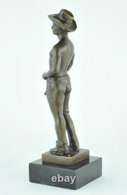 Statue Sculpture Cowboy Sexy Style Art Deco Bronze massif Signe
