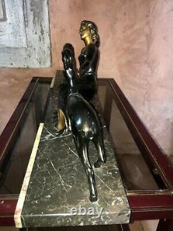Statue art deco en regule Femme et biches Signé M. Secondo C. 1920 sculpture