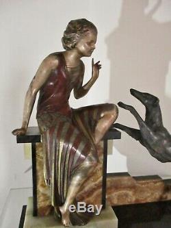 Superbe GRANDE STATUE SCULPTURE ART DÉCO Jeune femme et son chien 1925