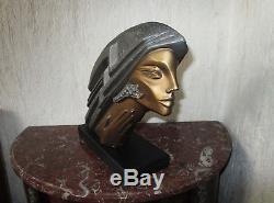 Superbe sculpture moderniste femme en plâtre peint style Art Déco signée Design